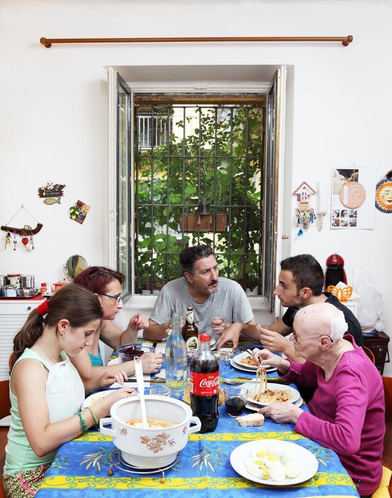Milano, Domenica, 15/06/2014_casa privata_ Pasta con sugo di salsiccia, uova sode, salame e formaggio